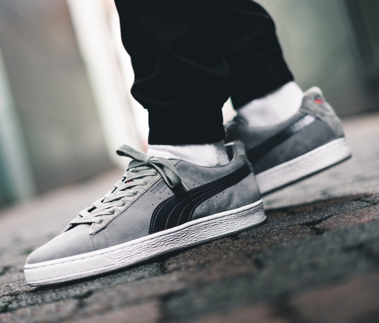 puma-x-staple-pigeon-suede-classic-grey-white-366334-01-mood-1.jpg