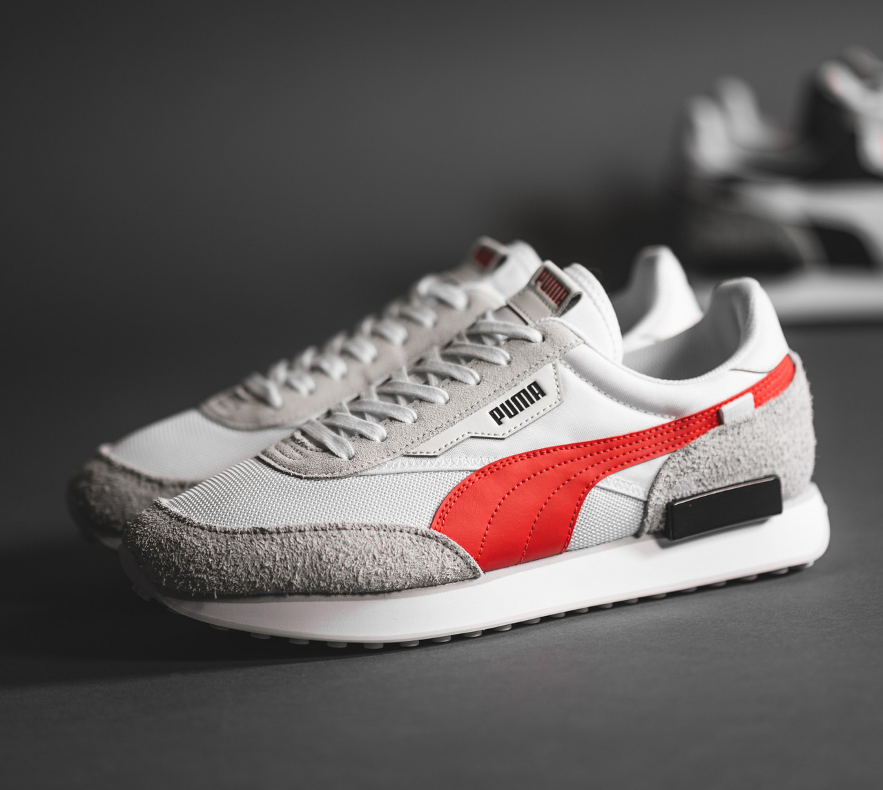 puma-future-rider-vintage-white-red-grey-380464-03-mood-1.png