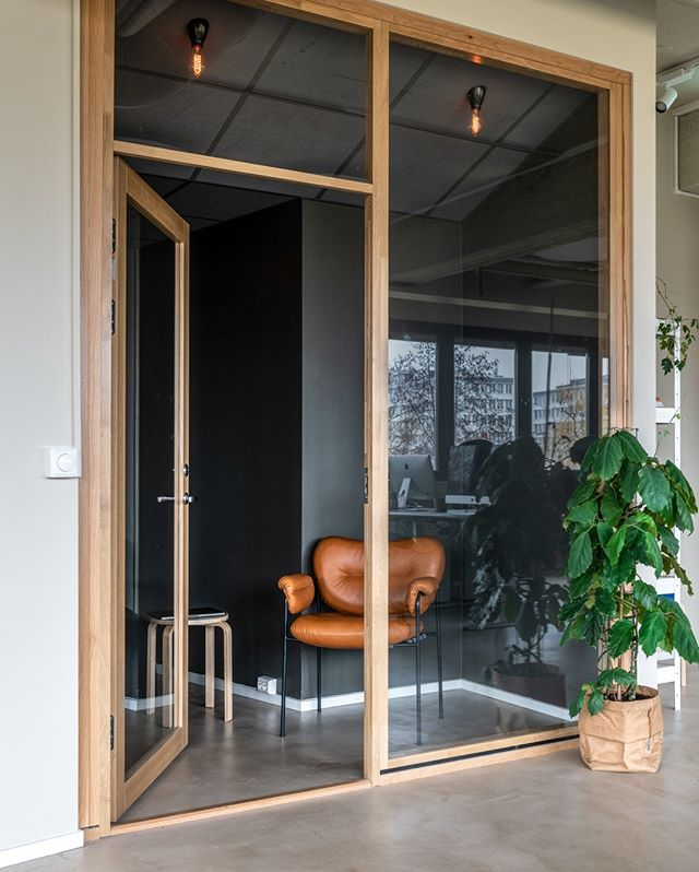 """There is no key to happiness; the door is always open."", Mother Teresa.⠀⠀⠀⠀⠀⠀⠀⠀⠀ ————————————————————————⠀⠀⠀⠀⠀⠀⠀⠀⠀ #krohnark #interior #interiorarchitecture #ourwork #krohnarkproject #design #officeinspo #simpleness #fresh #quoteoftheday @fogiacollection"