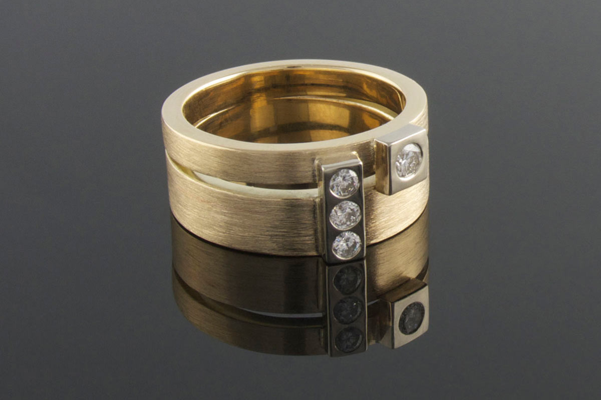 Yellow gold ring with punch set diamonds