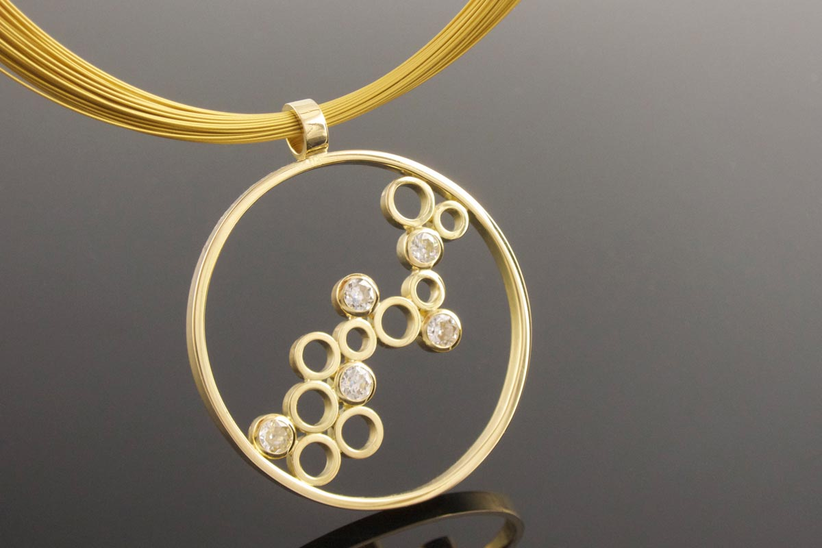 Handmade 18ct yellow gold diamond circle pendant