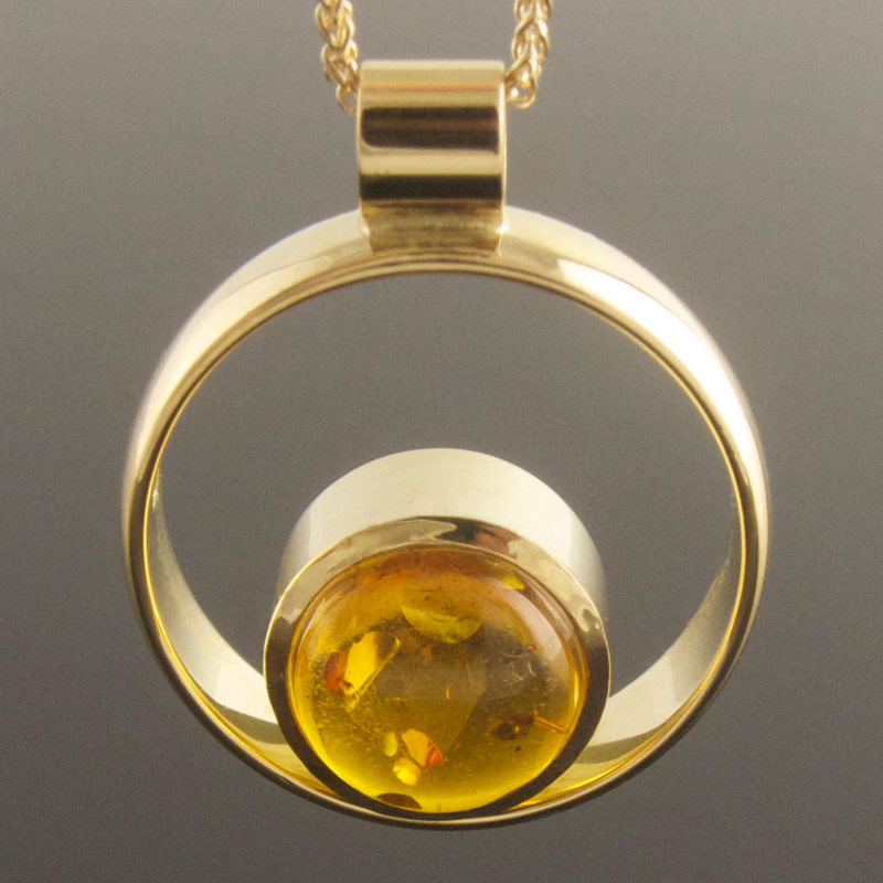 Amber-circle-pendant-2.jpg