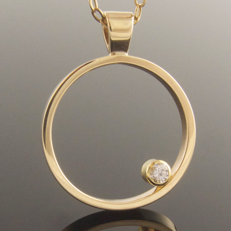 Solitaire-diamond-circle-pendant.jpg