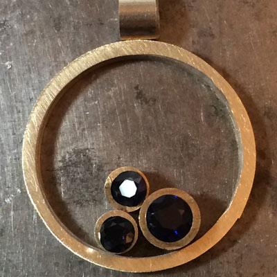 Sapphire-circle-pendant-layout-1.jpg