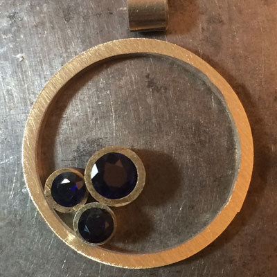 Sapphire-circle-pendant-layout-4.jpg