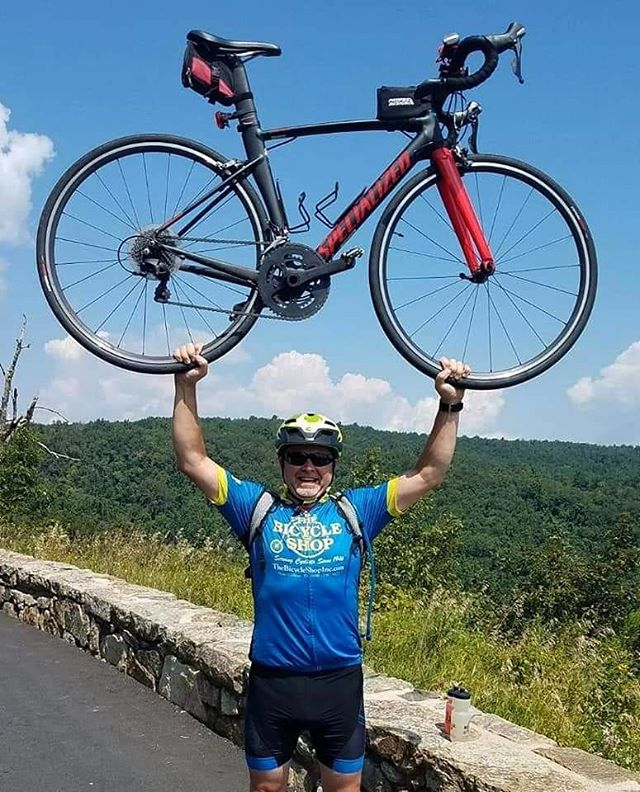 Mike showing off on Skyline drive. . . @iamspecialized  @hvwcbicycleshopteam  #bike #bicycle #thebicycleshop  #skylinedrive #bikeride #ridebikes #ridebikesbehappy #showoff #bluesky