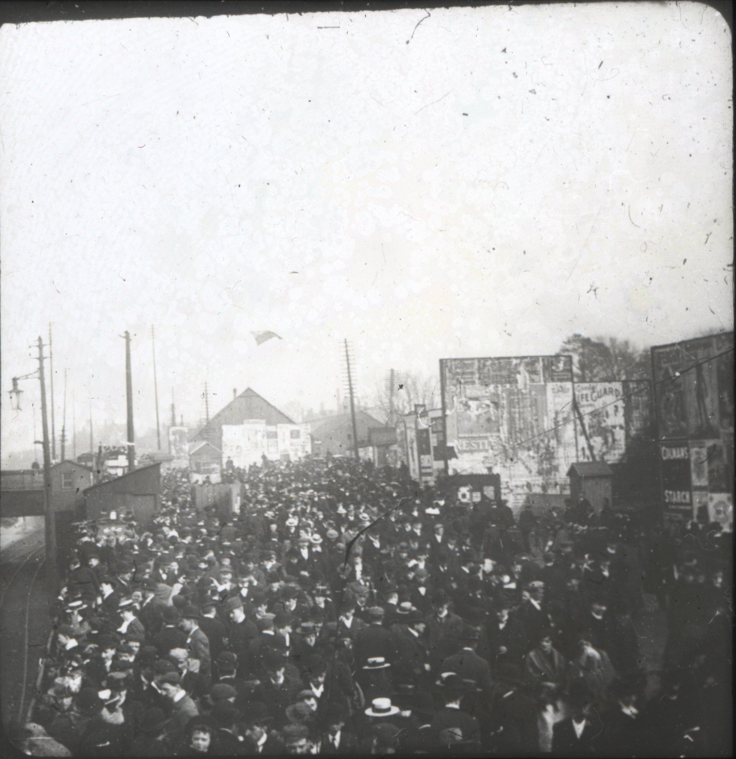Crowds heading to Pomona ( Chetham's Library )