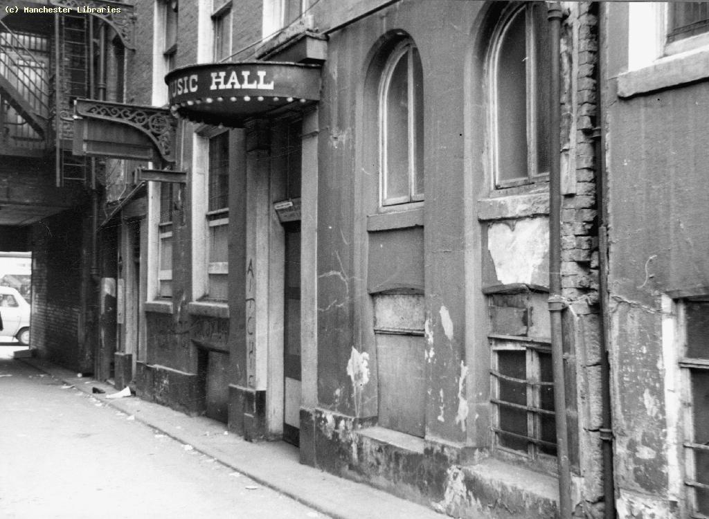 Liston's Music Hall, at nearby Swan Court ( Manchester Libraries ), 1971