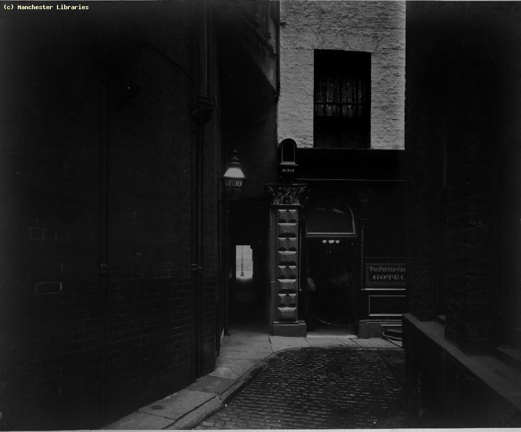 Props to the best named alley way - Pie Entry, off Cromford Court, 1910 ( Manchester Libs )