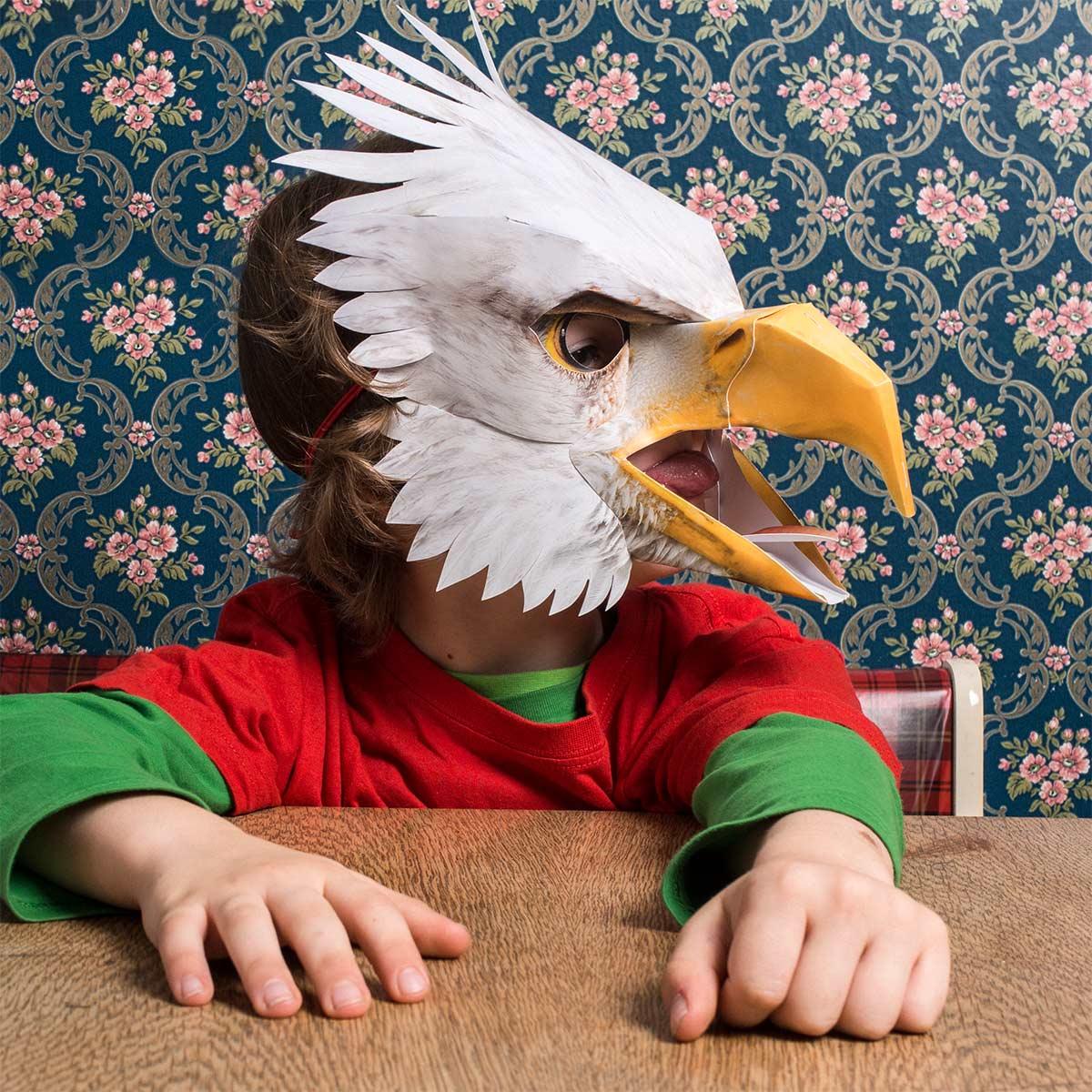 Adler, zeigt Zunge