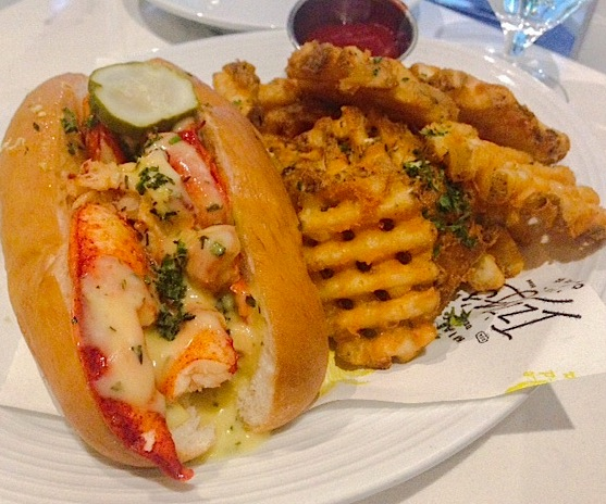 Izzy's Fish & Oyster Lobster Roll