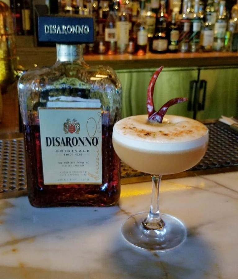 beaker and gray disaronno amaretto