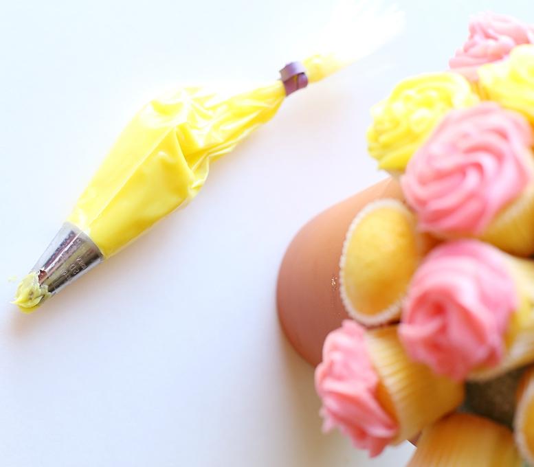 Flower-Cupcake-Bouquet-6-copy.jpg