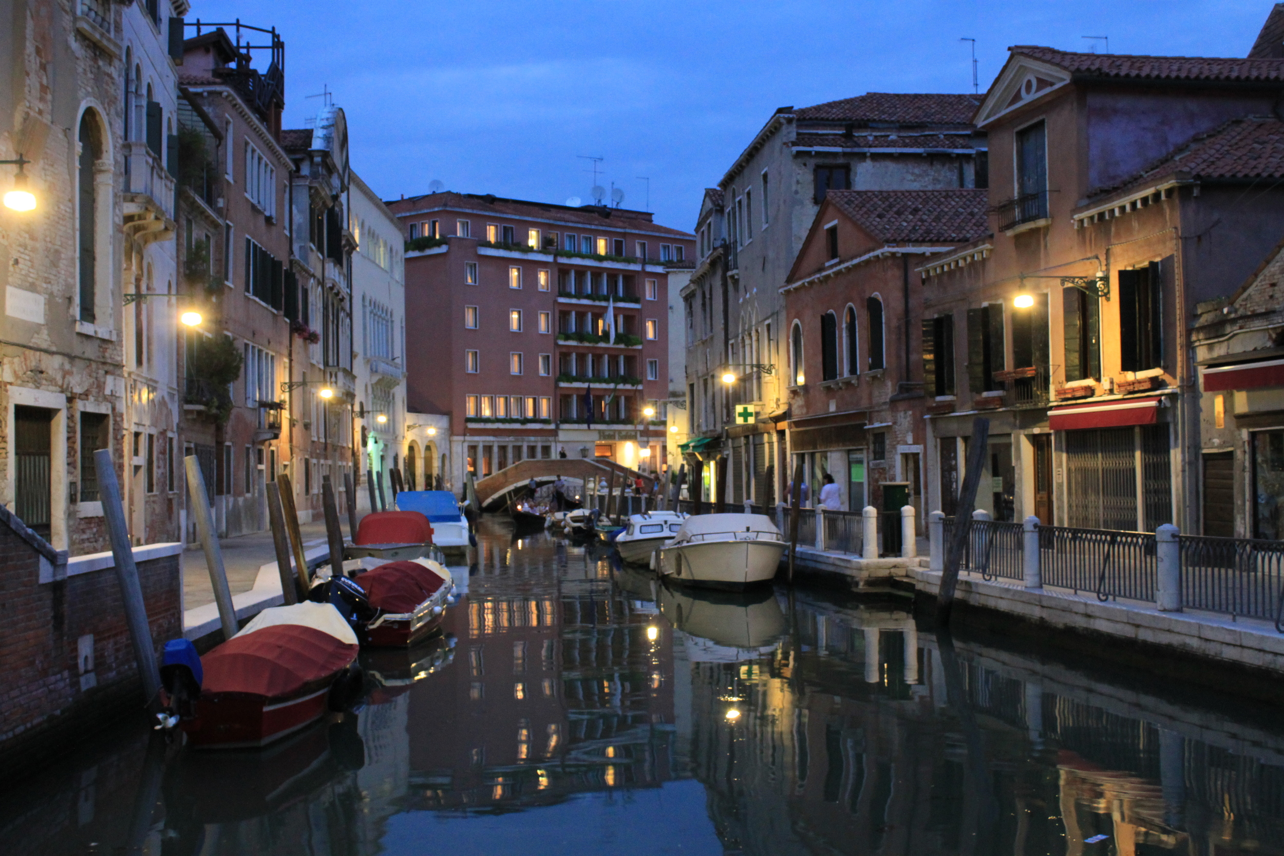 venice-canals_5053093872_o.jpg
