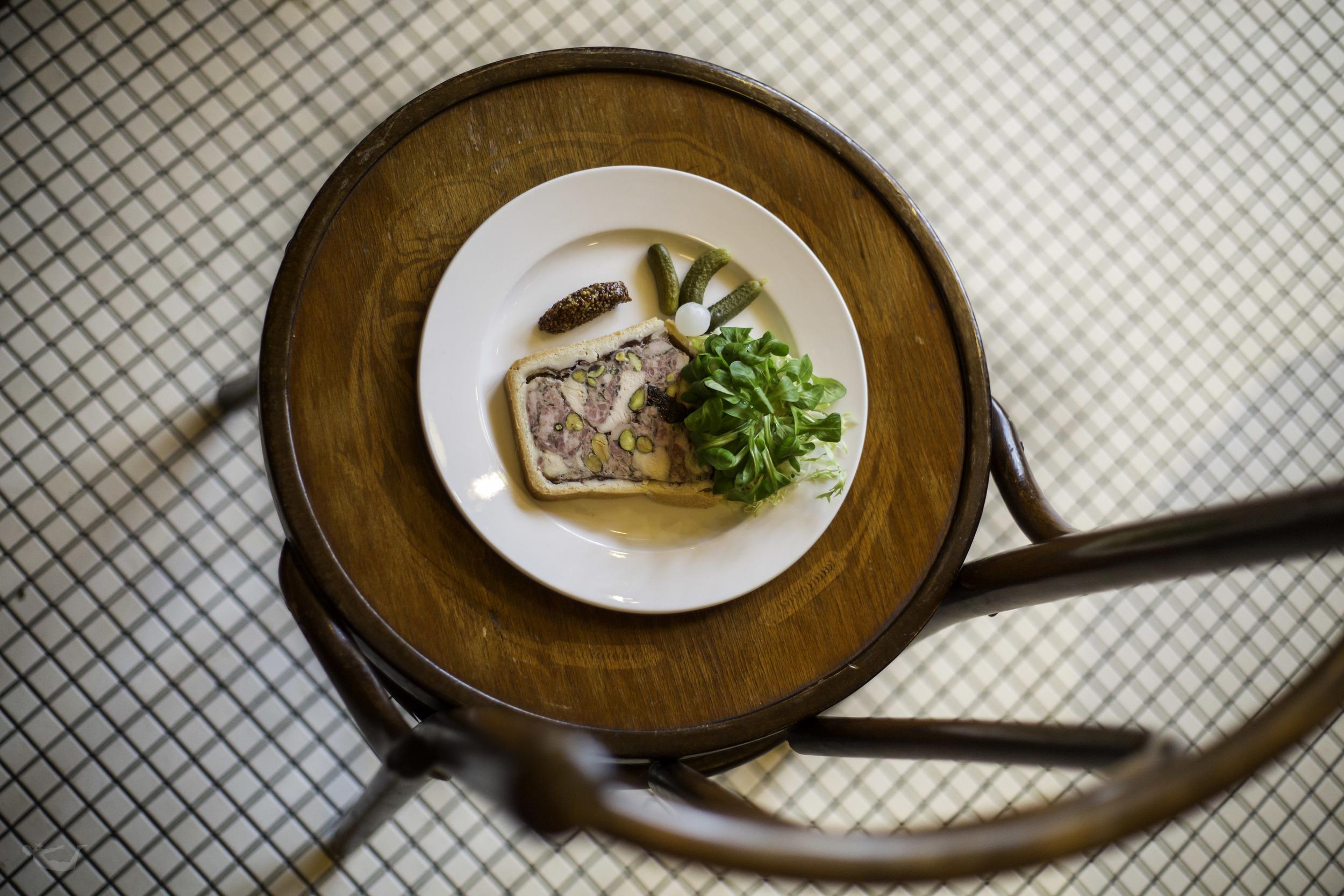 Restaurant Decor.jpg