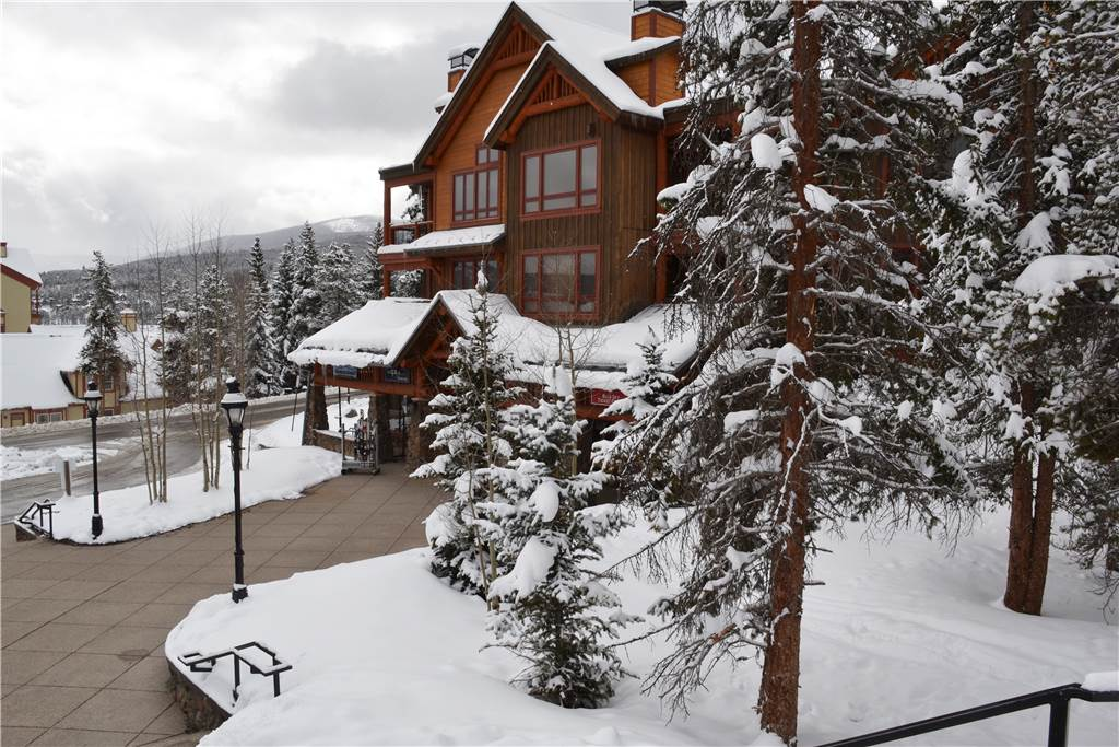 Snowflake Lift Area