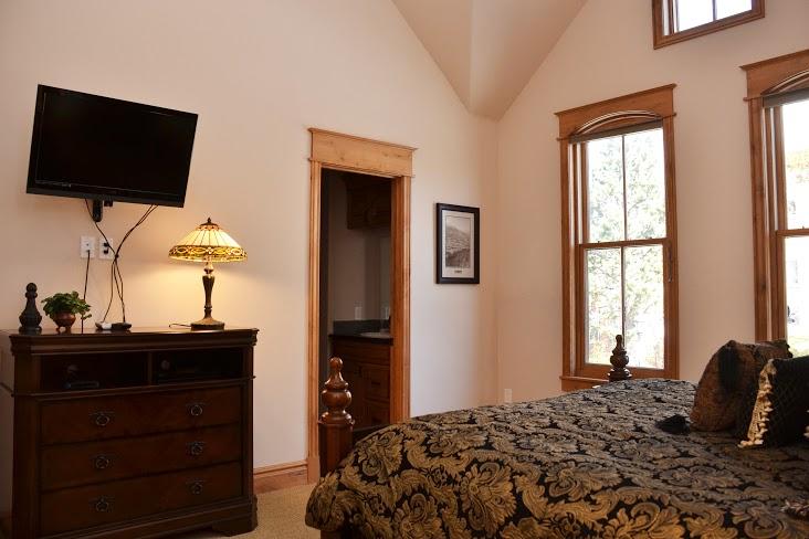 Master-Bedroom250.jpg