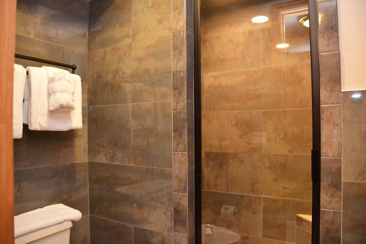 Master-Bathroom312.jpg