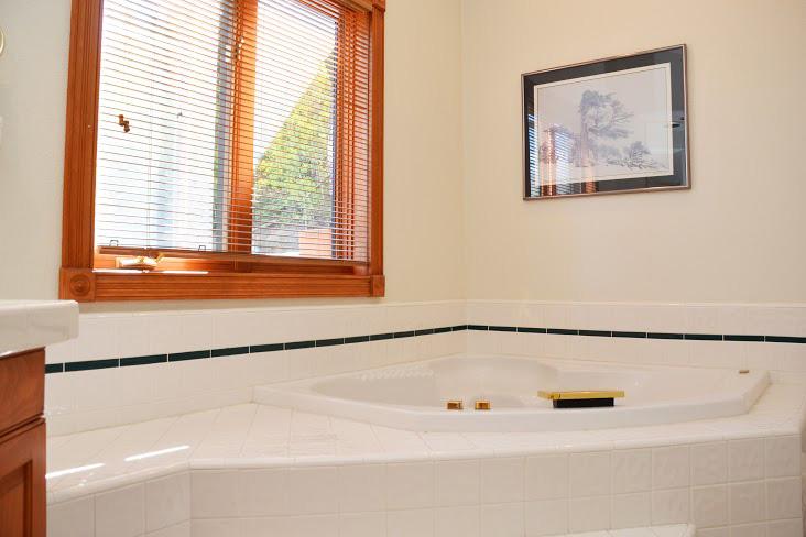 Master-Bathroom215.jpg