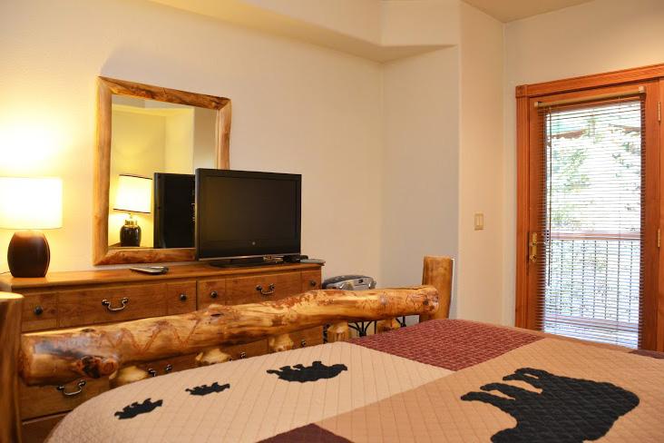 Downstairs-Bedroom2.jpg