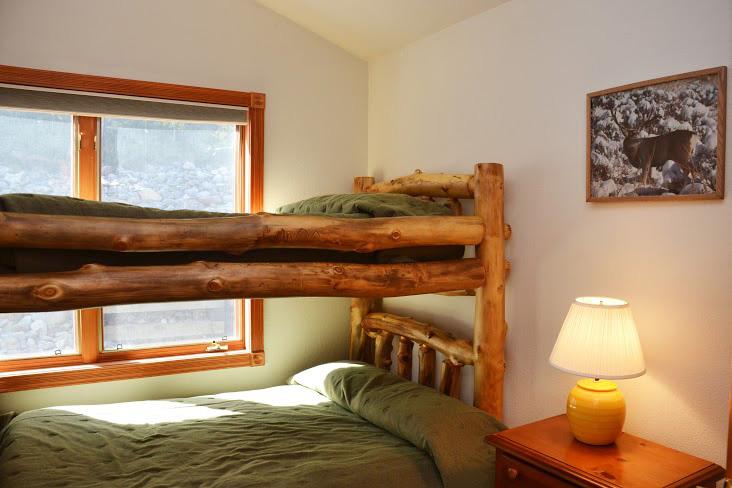 3rd-Bedroom8.jpg