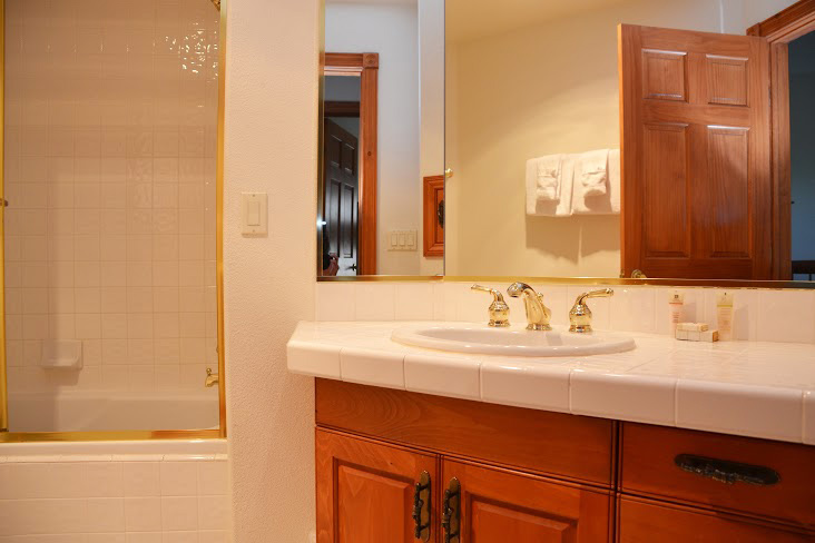 3rd-Bathroom9.jpg