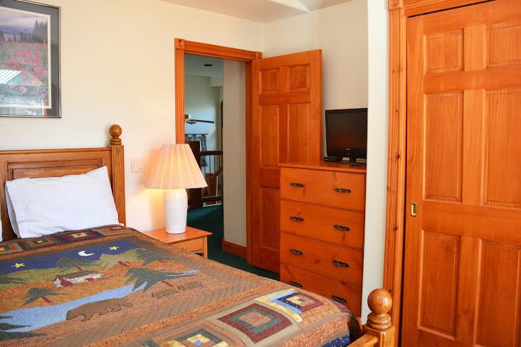 4th-Bedroom1.jpg