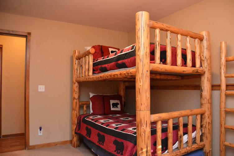 3rd-Bedroom2-3.jpg