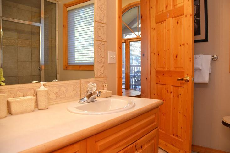 4th-bathroom-2.jpg