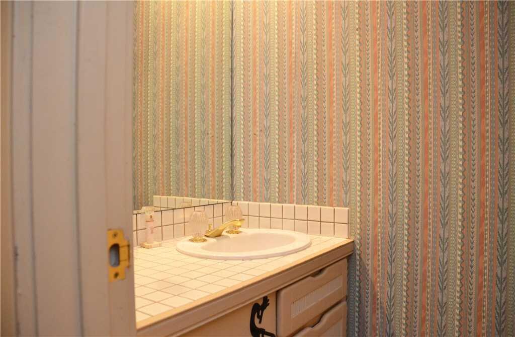 4th bathroom .jpeg