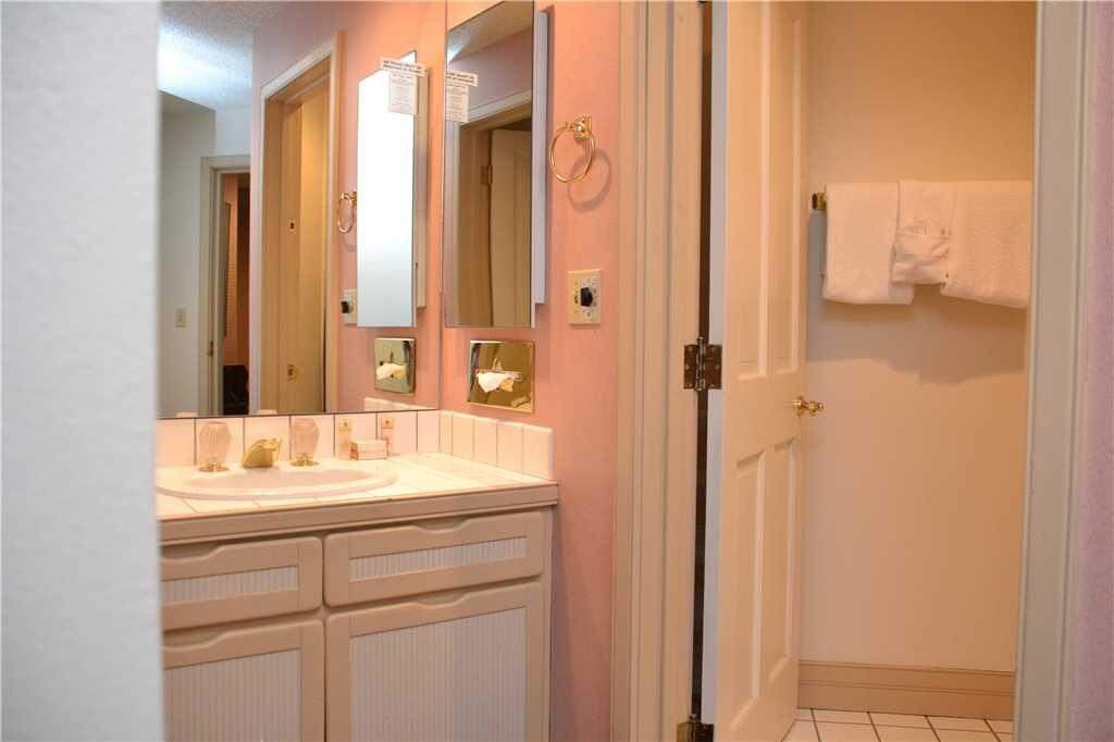 second bathroom 11.jpeg