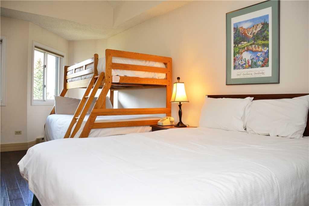 second bedroom (2).jpeg