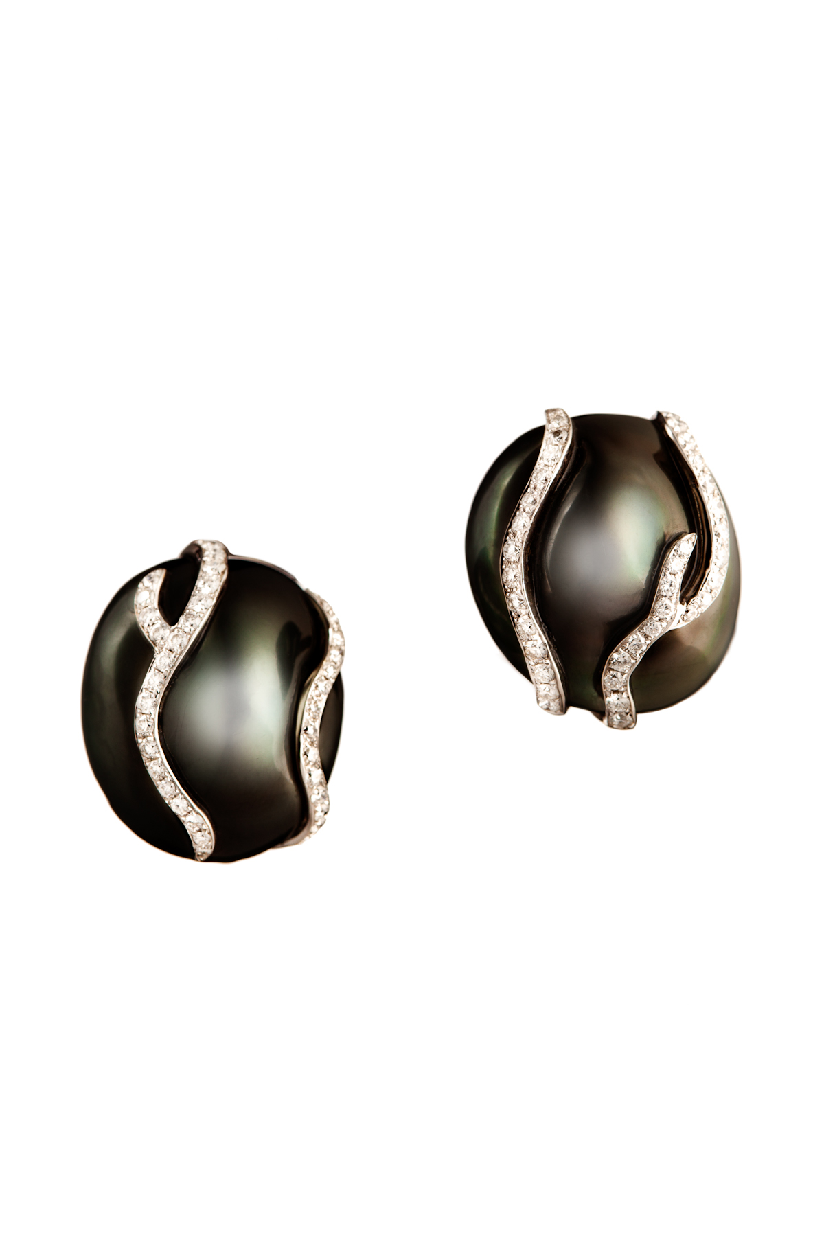 Black Baroque Pearl Earring with Diamonds