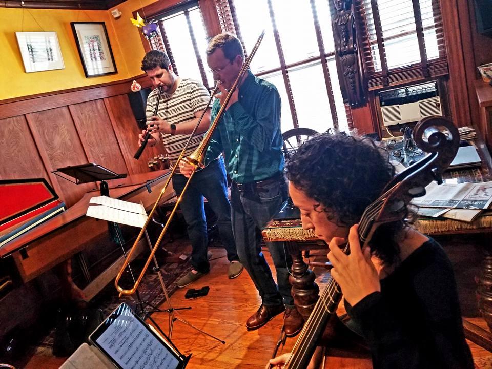 Paul Von Hoff rehearses for Chicago Stories, alongside cornettist Bill Baxtresser and gambist Anna Steinhoff.