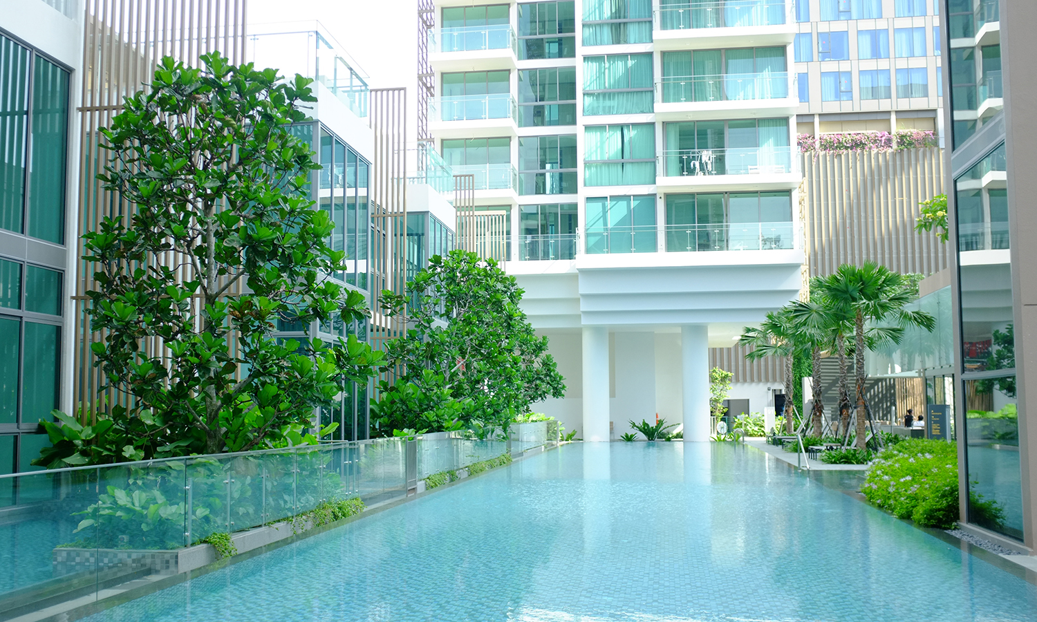 Situated in District 15 of the Marine Parade area, Marine Blue offers residents many options for outdoor recreational activities and exciting lifestyle attractions. The landscape complements the active lifestyles of the residents by providing unobstructed inviting views of the surrounding and still retain the  privacy of the estate.