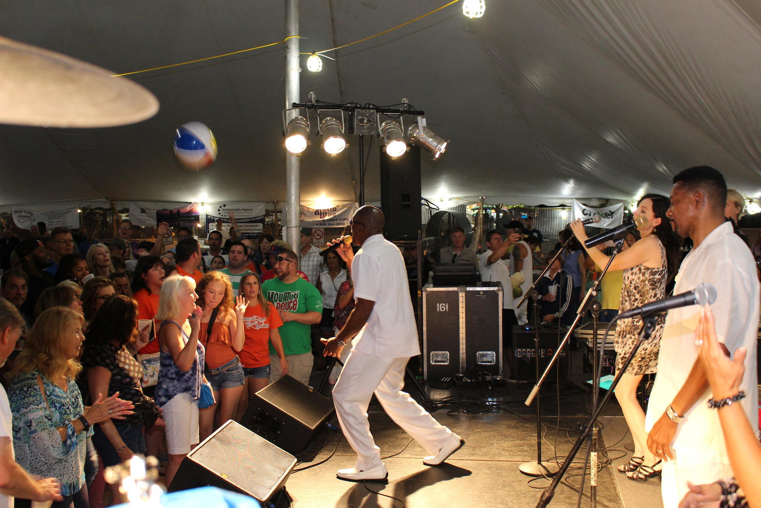 Rich tent crowd 3.JPG