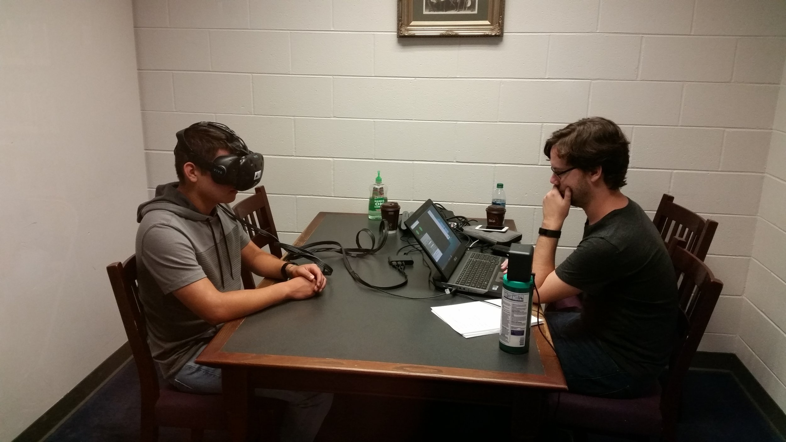 Saccadous CTO Hector Rieiro performs an eye tracking test on a student-athlete