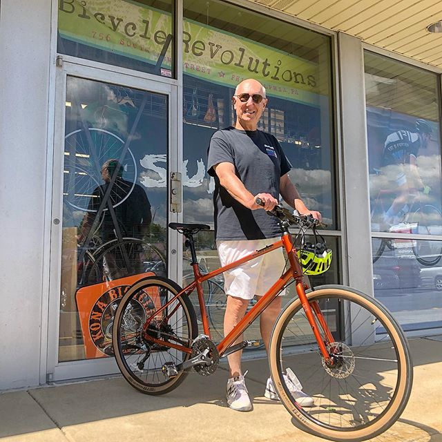 Former BRevs staffer Scott brought his dad Steve down to help him get a new bike. We ordered up this brand new 2020 Kona Dew Plus for him and he's rolling again in comfort and style! Happy #newbikeday Steve ✌️😎