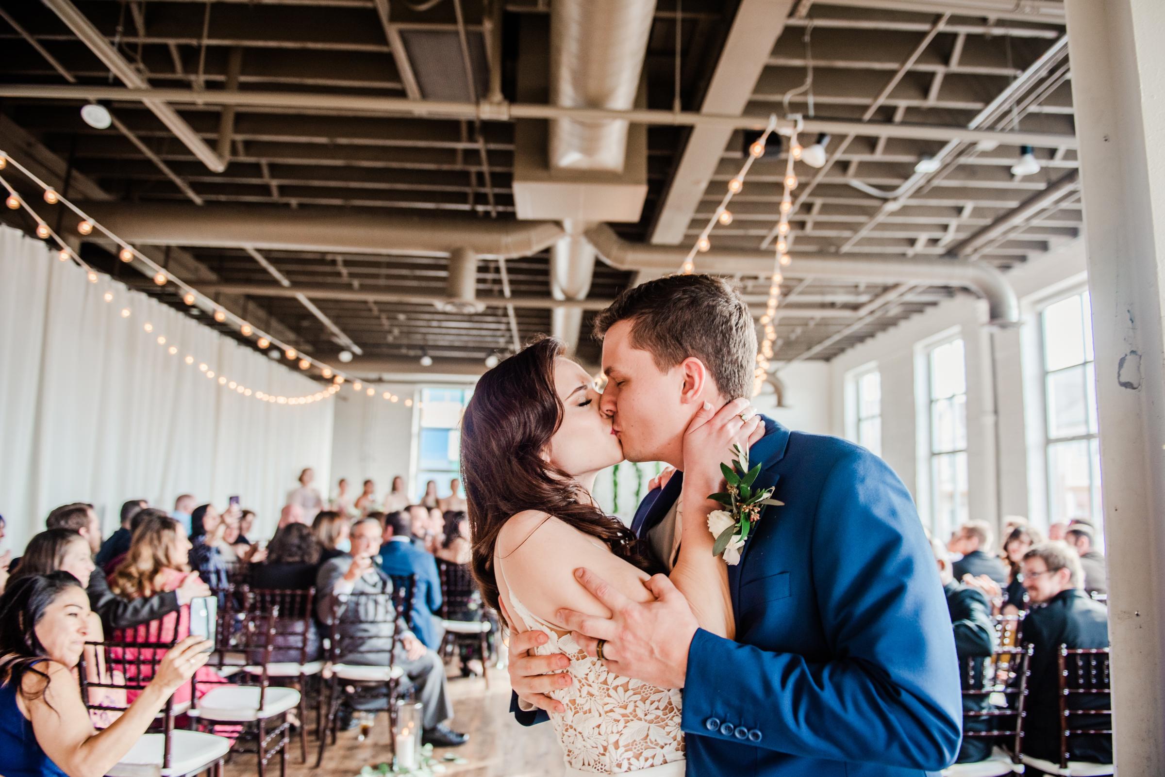 The_Arbor_LoftRochester_Wedding_JILL_STUDIO_Rochester_NY_Photographer_171719.jpg