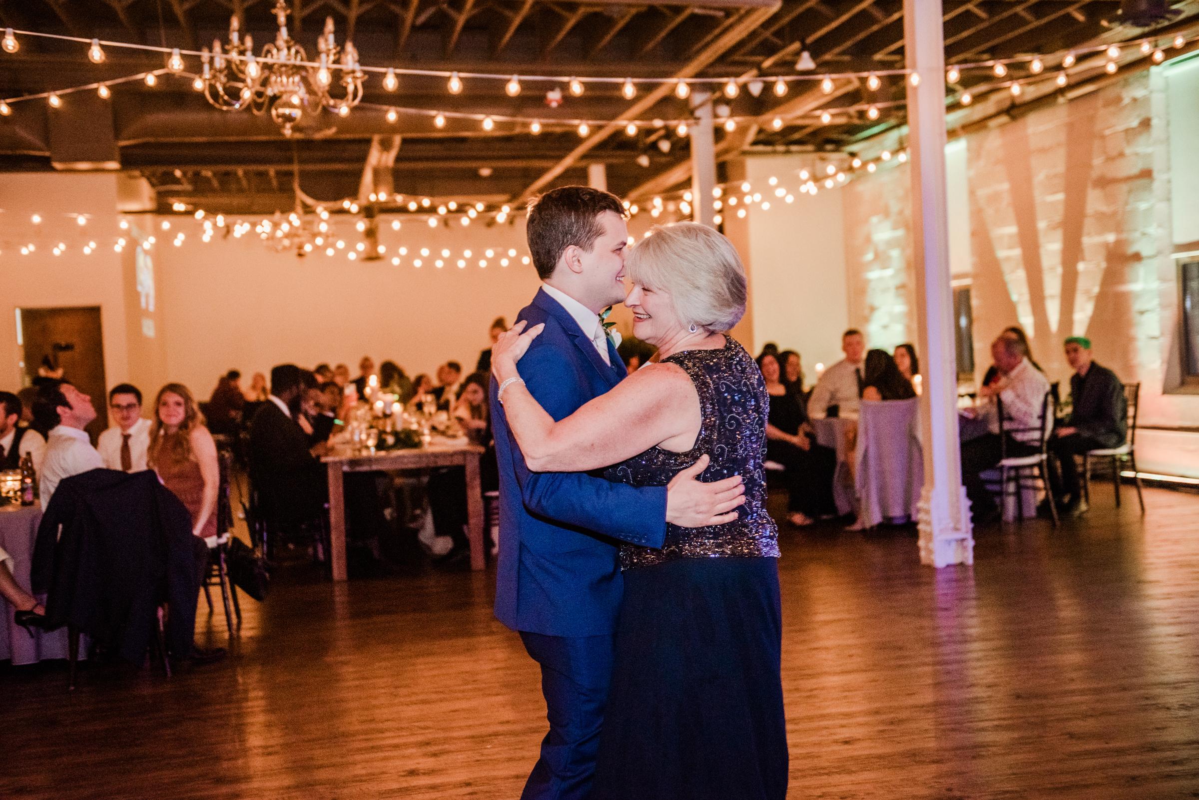 The_Arbor_LoftRochester_Wedding_JILL_STUDIO_Rochester_NY_Photographer_201839.jpg