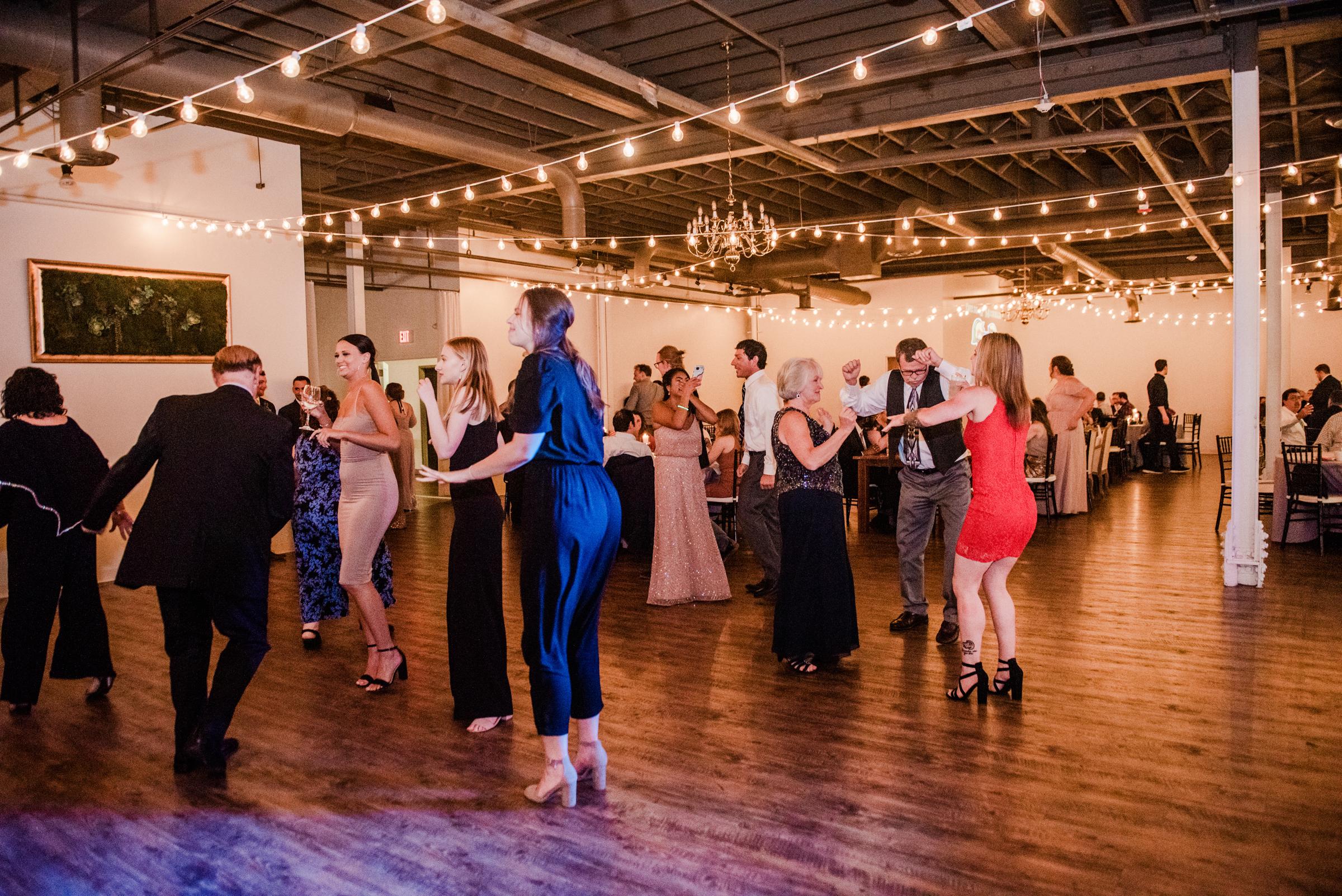 The_Arbor_LoftRochester_Wedding_JILL_STUDIO_Rochester_NY_Photographer_202706.jpg