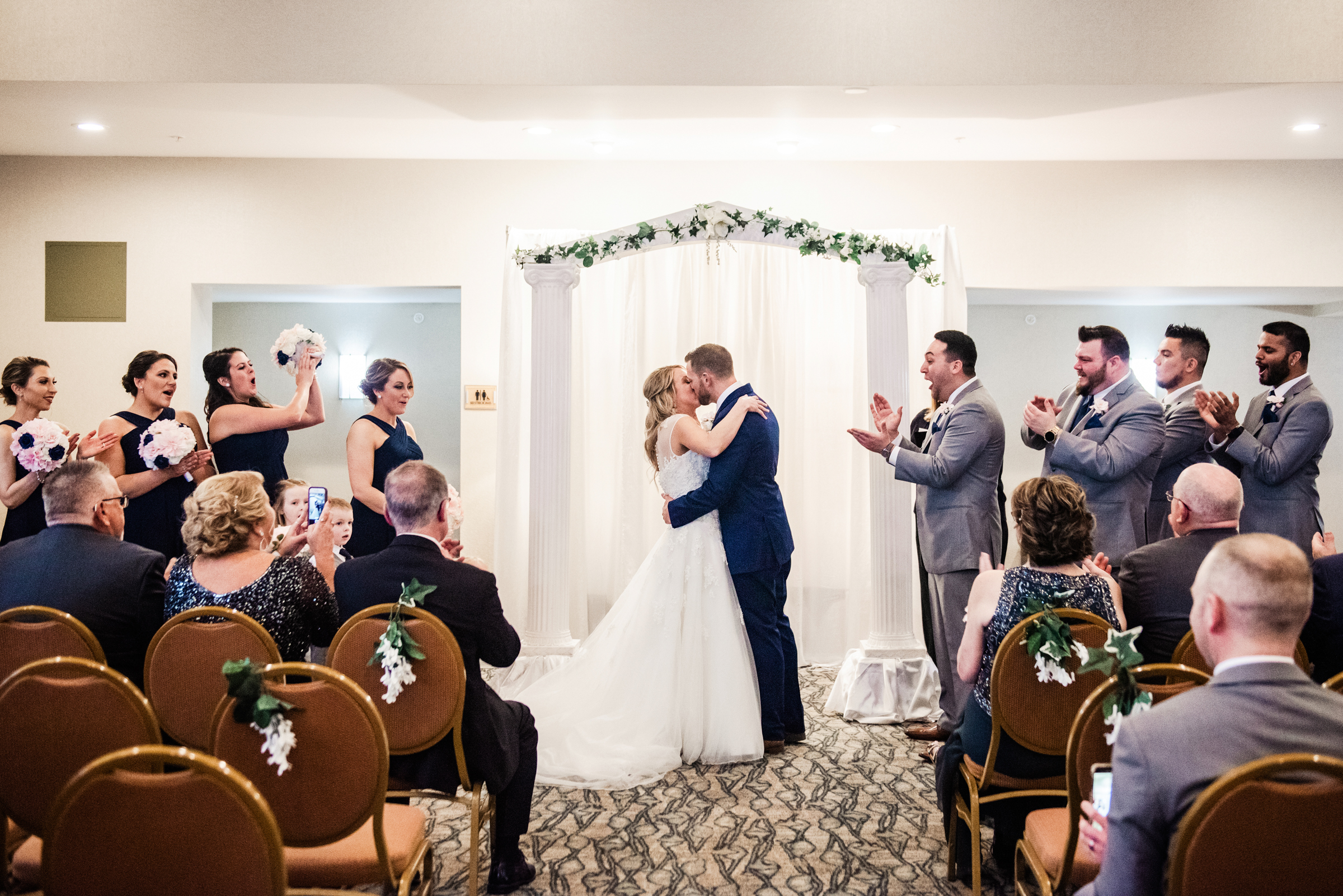 Double_Tree_by_Hilton_Rochester_Wedding_JILL_STUDIO_Rochester_NY_Photographer_DSC_4262.jpg