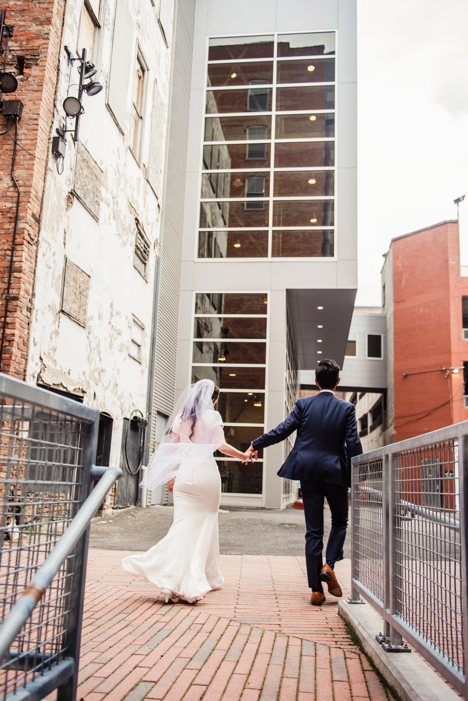 SKY_Armory_Syracuse_Wedding_JILL_STUDIO_Rochester_NY_Photographer_DSC_6017.jpg