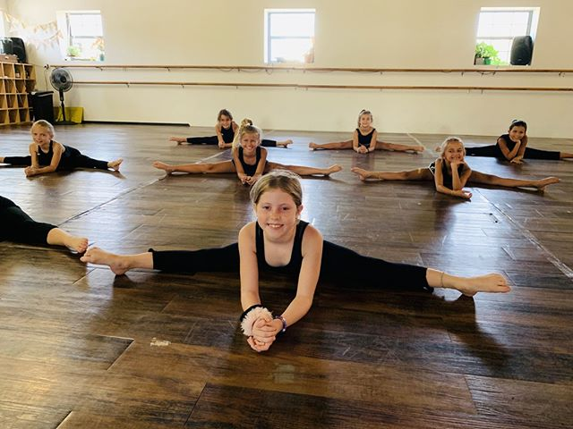 These minis make us smile every day! ⠀ 📸 @brieunderwood ⠀ .⠀ .⠀ .⠀ .⠀ .⠀ .⠀ .⠀ .⠀ .⠀ .⠀ #edcleander #evolutiondancecollective #evolvedancecompany #growthbeyonddance #inspire #grow #leander #leanderdance #leanderkids #lcpyouth #dance #austin #cedarpark #growth #beauty #creative #technique #artistry #love #ballet #tap #jazz #hiphop #contemporary #modern #childrensactivities #preprofessionaltraining