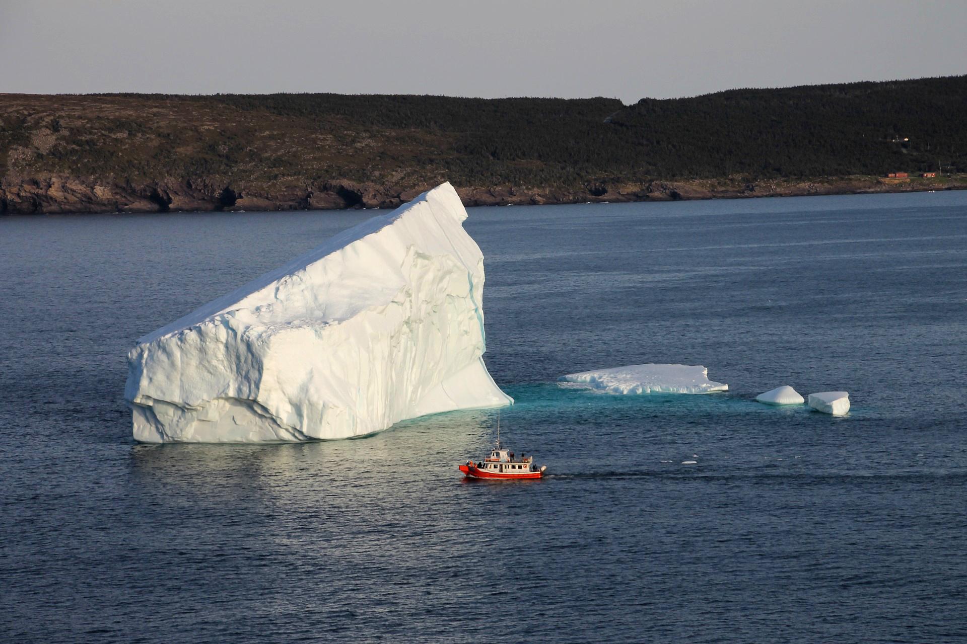 iceberg-2008688_1920.jpg