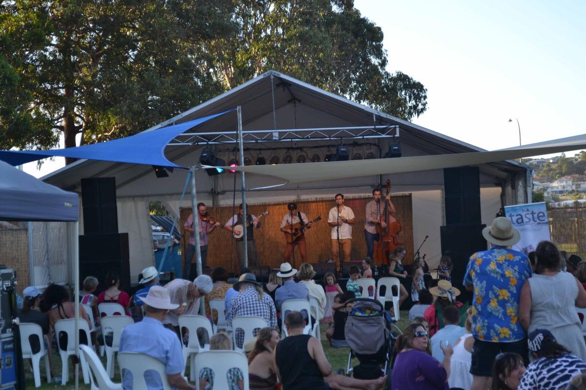 live music at the oyser festival.jpg