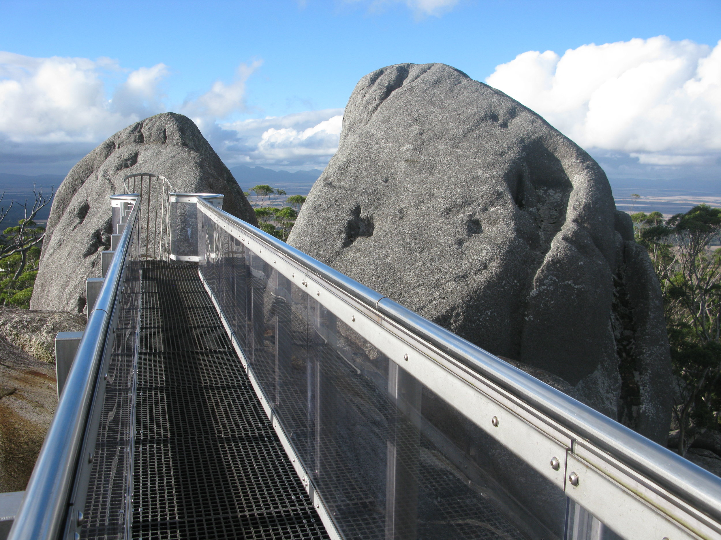 Granite Skywalk pathway at Castle Rock Image Credit: Aussie Oc via Wikimedia Commons