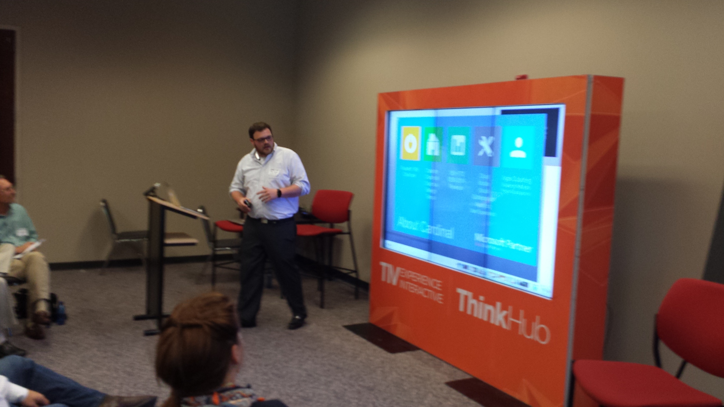 Cardinal Solutions demos a Gigabit app at GigWOW on a T1V ThinkHub display.