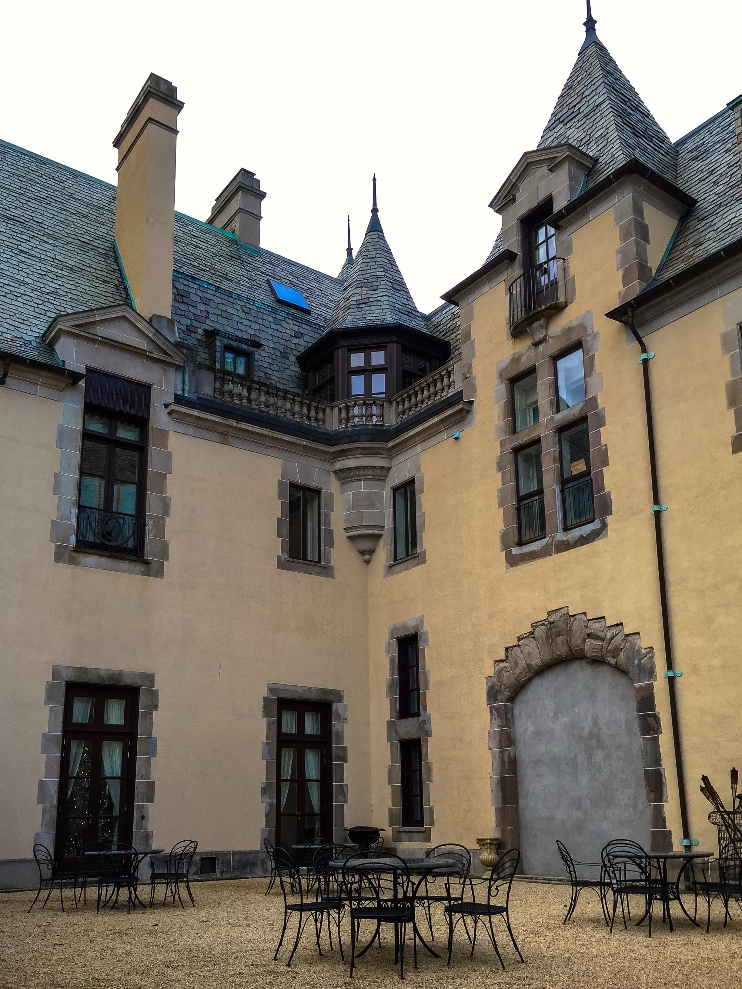 @ Oheka Castle courtyard__.jpg