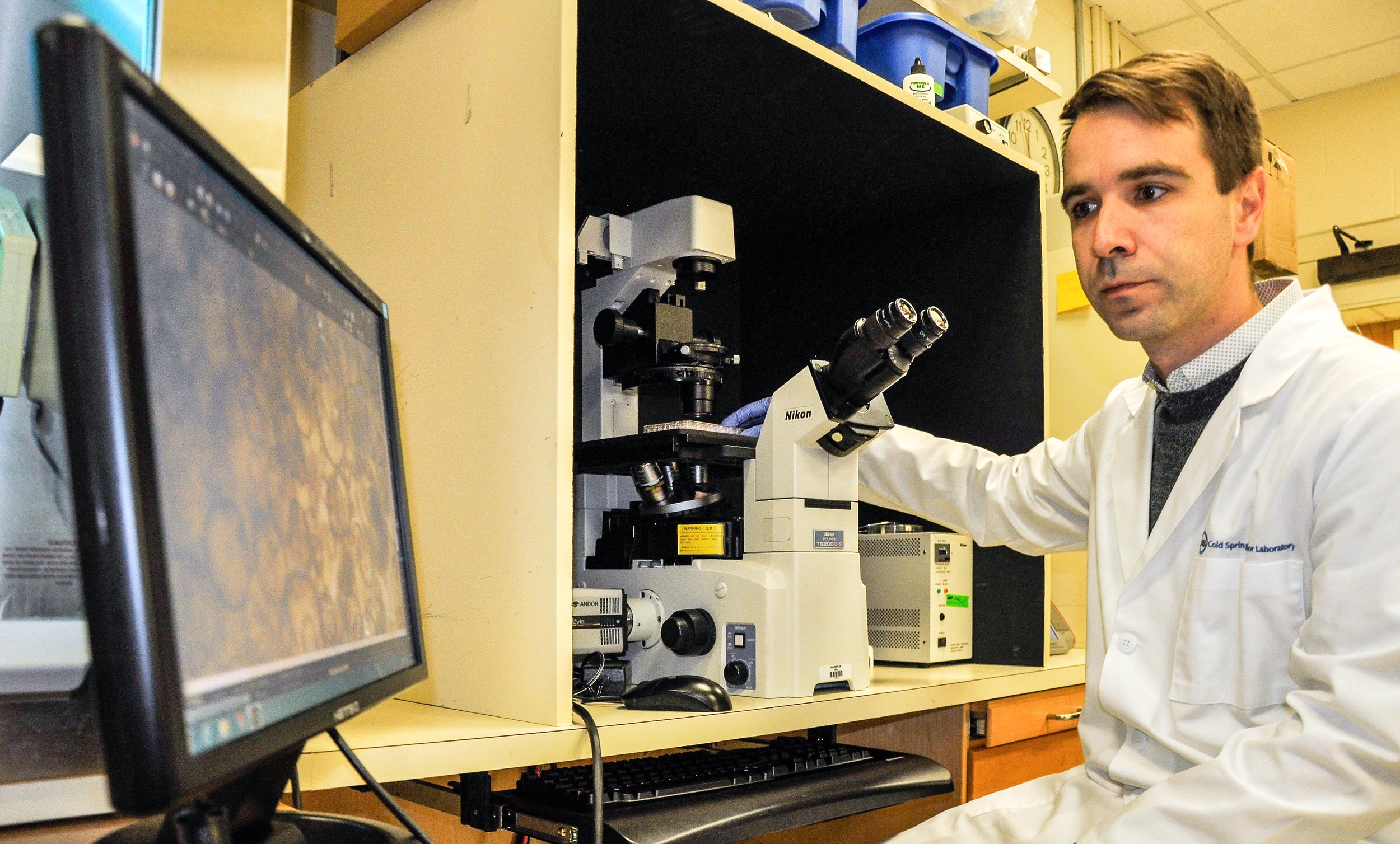 @ @ Researcher_Computer_microscope_Lustgarten Foundation_Cold Spring Harbor Lab_Photo © 2016 Joseph Kellard:kellardmedia.com.jpg